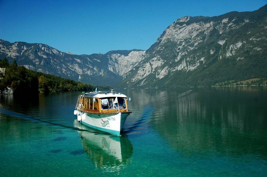 turisticna-ladja